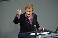 22 FEB 2013, BERLIN/GERMANY:<br /> Renate Kuenast, B90/Gruene Fraktionsvorsitzende, haelt eien Rede, Bundestagsdebatte zum Verbraucherschutz, Plenum, Deutscher Bundestag<br /> IMAGE: 20130222-01-012<br /> KEYWORDS: Renate Künast
