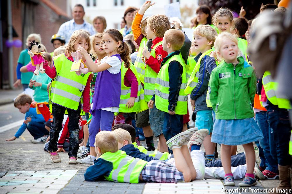 364957-afsluitende show voor de verkeersweek/strapdag-Heilighartschool in Koningshooikt