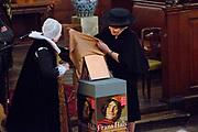 Koningin Beatrix opent jubileumexpositie Frans Hals Museum. Ter gelegenheid van het 100-jarig bestaan van het museum zijn schilderijen van Hals te zien tussen werk van bekende voorgangers en tijdgenoten. <br /> <br /> Queen Beatrix opens jubilee exhibition Frans Hals Museum. To mark the 100th anniversary of the museum are paintings by Hals seen between work of famous predecessors and contemporaries.<br /> <br /> Op de foto/Onthe Photo: <br /> <br />  De opening door Koningin Beatrix in de Grote kerk in Haarlem. //// The opening by Queen Beatrix of the Great Church in Haarlem.