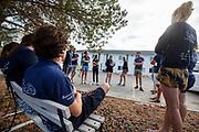 In Battle Mountain hebben teamleden het teamoverleg over de plannen van de week. Het Human Power Team Delft en Amsterdam, dat bestaat uit studenten van de TU Delft en de VU Amsterdam, is in Amerika om tijdens de World Human Powered Speed Challenge in Nevada een poging te doen het wereldrecord snelfietsen voor vrouwen te verbreken met de VeloX 9, een gestroomlijnde ligfiets. Het record is met 121,81 km/h sinds 2010 in handen van de Francaise Barbara Buatois. De Canadees Todd Reichert is de snelste man met 144,17 km/h sinds 2016.<br /> <br /> With the VeloX 9, a special recumbent bike, the Human Power Team Delft and Amsterdam, consisting of students of the TU Delft and the VU Amsterdam, wants to set a new woman's world record cycling in September at the World Human Powered Speed Challenge in Nevada. The current speed record is 121,81 km/h, set in 2010 by Barbara Buatois. The fastest man is Todd Reichert with 144,17 km/h.