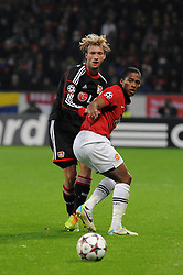 27.11.2013, BayArena, Leverkusen, GER, UEFA CL, Bayer Leverkusen vs Manchester United, Gruppe A, im Bild Simon Rolfes ( links Bayer 04 Leverkusen ) im Zweikampf mit Antonio Valencia ( rechts Manchester United / Action / Aktion ) // during UEFA Champions League group A match between Bayer Leverkusen vs Manchester United at the BayArena in Leverkusen, Germany on 2013/11/28. EXPA Pictures © 2013, PhotoCredit: EXPA/ Eibner-Pressefoto/ Thienel<br /> <br /> *****ATTENTION - OUT of GER*****