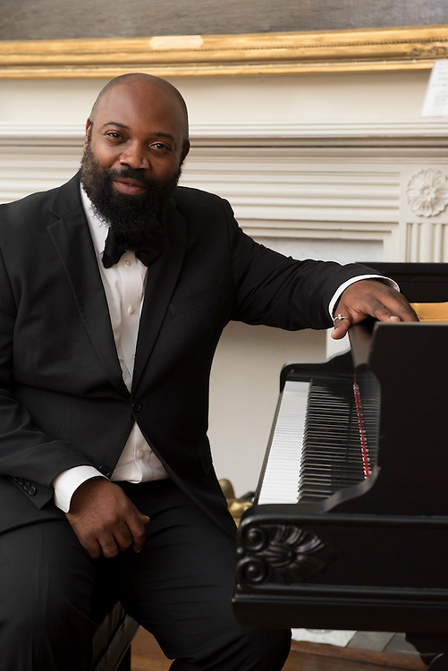 """Allyn Johnson kicked off the WHHA's four-part series """"Piano in the White House"""" with a tribute to the music of Duke Ellington in October, 2013. There are two remaining concerts in Spring 2014 with tickets available on the WHHA website. (Photo by Matthew Paul D'Agostino / WHHA) 2013 White House Historical Association"""
