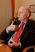 15 JAN 2003, BERLIN/GERMANY:<br /> Peter Struck, SPD, Bundesverteidigungsminister, mit Pfeife, waehrend einem Interview, in seinem Buero, Bundesministerium der Verteidigung<br /> Peter Struck, Federal Minister of Defense, during an interview, in his office<br /> IMAGE: 20030115-04-025