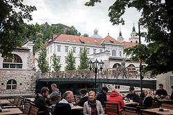 THEMENBILD - Eine Ansicht der Slowenischen Hauptstadt Laibach mit der Marski Brücke, der Kathedrale und der Burg am 30. April 2017 // THEMES PICTURE - a view of the Marski Bridge, the cathedral and the castle of the Slovenian capitol Ljubljana on 30 April 2017. EXPA Pictures © 2017, PhotoCredit: EXPA/ Erwin Scheriau