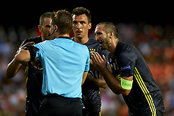 September 19, 2018 - Valencia, Spain - (L-R) Leonardo Bonucci, Mario Mandzukic and  Giorgio Chiellini talk to the referee  Felix Brych during the Group H match of the UEFA Champions League between Valencia CF and Juventus at Mestalla Stadium on September 19, 2018 in Valencia, Spain. (Credit Image: © Jose Breton/NurPhoto/ZUMA Press)