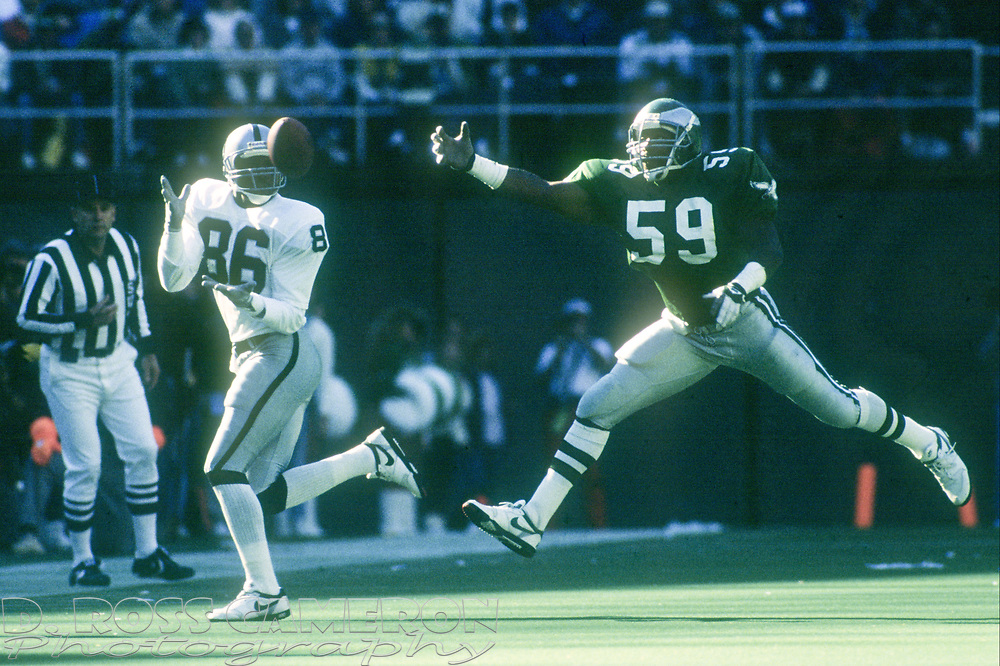 Los Angeles Raiders wide receiver Mervyn Fernandez (86) catches a 19-yard reception ahead of Philadelphia Eagles linebacker Byron Evans during an NFL football game, Sunday, Oct. 22, 1989 at Veterans Stadium in Philadelphia, Pa. The Eagles won, 10-7. (Photo by D. Ross Cameron)