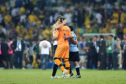 Jogadores do Uruguai lamentam a derrota para o Brasil na Copa das Confederações, no Estádio Mineirão, em Belo Horizonte-MG. FOTO: Jefferson Bernardes/Preview.com