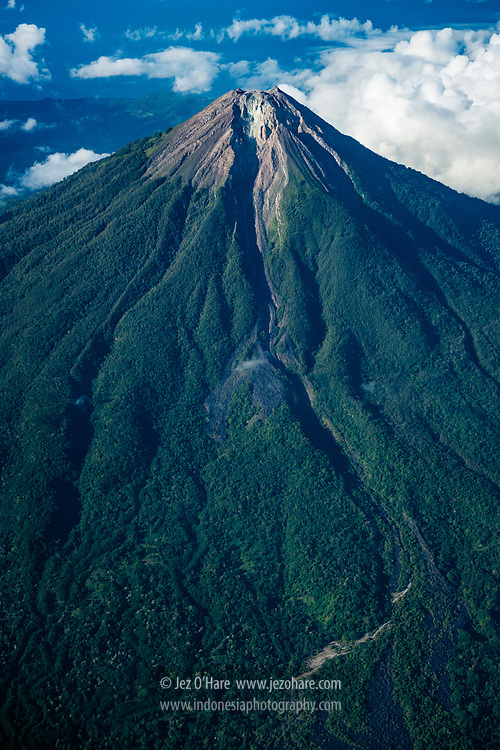 Gunung Ebulobo 2124m, Kabupaten Nagekeo, Flores, Nusa Tenggara Timur, Indonesia
