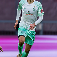 21.11.2020, Allianz Arena, Muenchen, GER,  FC Bayern Muenchen SV Werder Bremen <br /> <br /> <br />  im Bild <br /> Maximilian Eggestein (Werder Bremen #35)<br />  ,Ball am Fuss, Hochformat Einzelaktion, Ganzkörper / Ganzkoerper <br /> <br /> <br /> Foto © nordphoto / Straubmeier / Pool/ <br /> <br /> DFL regulations prohibit any use of photographs as image sequences and / or quasi-video.