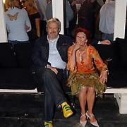 Beachclub Vroeger bestaat 1 jaar, Ernst Daniel Smid en partner Rosamarie Giesen van der Sluis