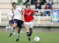 Fotball / Football<br /> La Manga - Spain<br /> International WU19 tournament<br /> 12.03.2007<br /> Norge v England / Norway v England 1-1<br /> Foto: Morten Olsen, Digitalsport<br /> <br /> Ida Elise Enget - Norge<br /> Fern Whelan - England