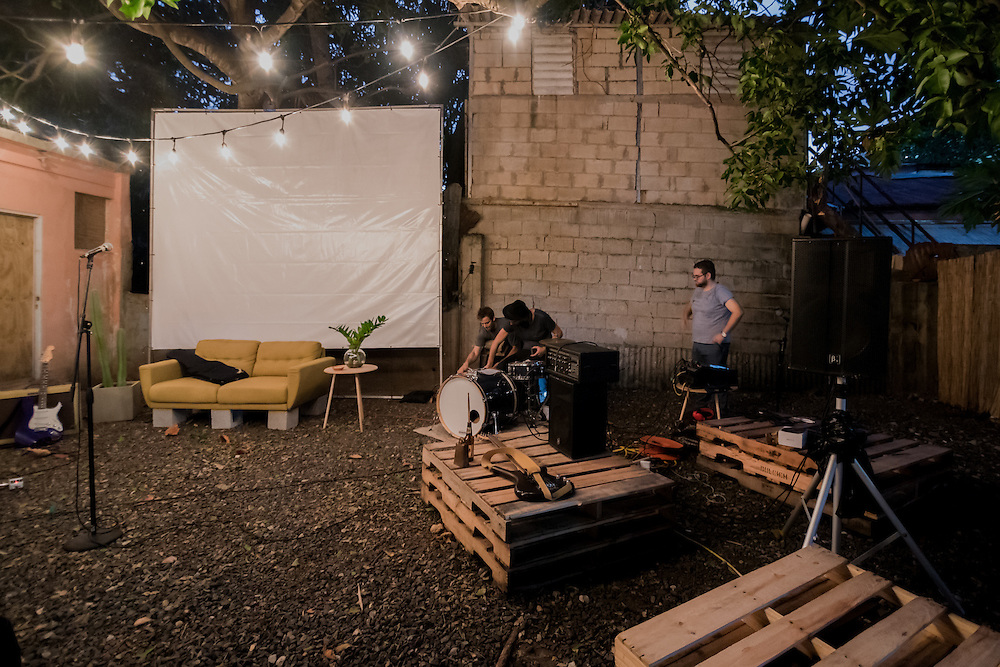 Green Sofa Sessions are the series of Armario Local music interviews of local musicians in Puerto Rico converted to an event in collaboration with Rafael Marxuach Studio.