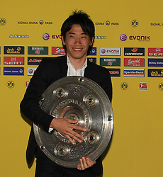 14.05.2011, U-Haus, Dortmund, GER, 1.FBL, Borussia Dortmund Meisterbankett im Bild Shinji Kagawa mit  Meisterschale  //   German 1.Liga Football ,  Borussia Dortmund Championscelebration, Dortmund, 14/05/2011 . EXPA Pictures © 2011, PhotoCredit: EXPA/ nph/  Conny Kurth       ****** out of GER / SWE / CRO  / BEL ******