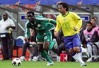 Fotball <br /> FIFA World Youth Championships 2005<br /> Emmen<br /> Nederland / Holland<br /> 12.06.2005<br /> Foto: Morten Olsen, Digitalsport<br /> <br /> Brasil v Nigeria 0-0<br /> <br /> Roberto - Brasil<br /> Promise Isaac - Nigeria