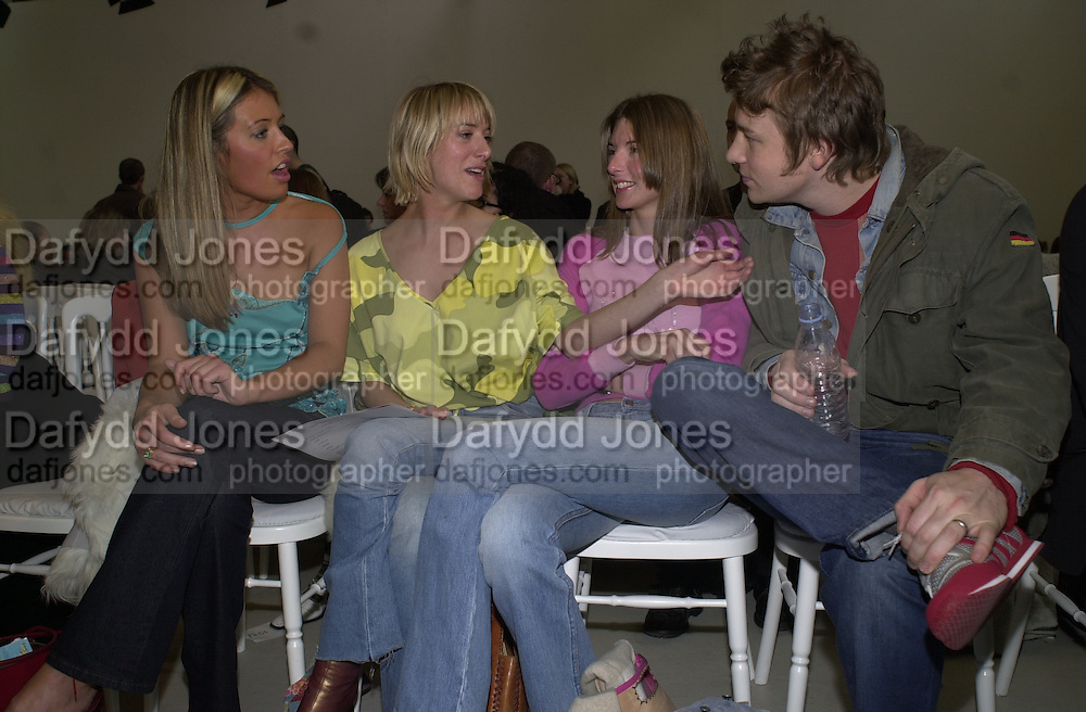 Jules and Jamie Oliver ( far right. )  Matthew Williamson. Saatchi Gallery. 19 February 2001. © Copyright Photograph by Dafydd Jones 66 Stockwell Park Rd. London SW9 0DA Tel 020 7733 0108 www.dafjones.com