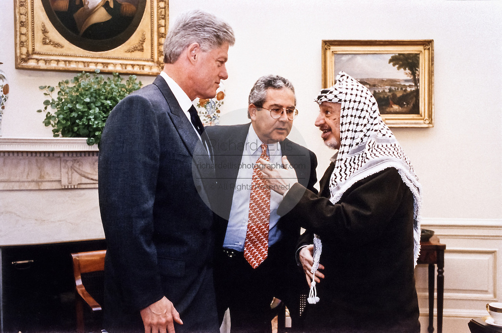 US President Bill Clinton meets with Palestinian leader Yasser Arafat in the Oval Office of the White House September 29, 1998 in Washington, DC.