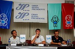 28-09-2002 ARG: World Championships Press conference, Salta<br /> Press conference coaches hotel Presidente /  Coach Bert Goedkoop, Coach  Julio Velasco (CZE) and Stelios Prodalikas (GRE)<br /> WORLD CHAMPIONSHIP VOLLEYBALL 2002 ARGENTINA<br /> SALTA / 29-09-2002