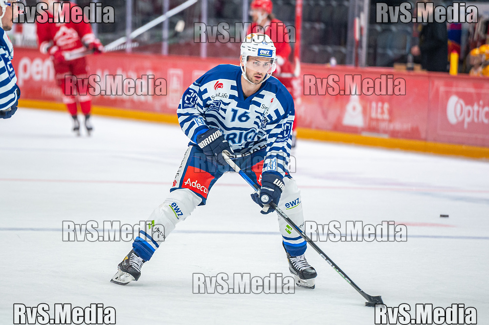 LAUSANNE, SWITZERLAND - OCTOBER 01: Marcus Kruger #16 of ZSC Lions warms up prior the Swiss National League game between Lausanne HC and ZSC Lions at Vaudoise Arena on October 1, 2021 in Lausanne, Switzerland. (Photo by Monika Majer/RvS.Media)