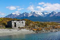 Casa abandonada na Ilha Bridges no Canal de Beagle, na região de Ushuaia, Argentina. FOTO: Jefferson Bernardes/ Agência Preview