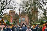 Duitsland, Bedburg Hau, 16-12-2019 Kerstmarkt bij het schloss, kasteel, Moyland wat een museum voor moderne kunst is . Foto: Flip Franssen