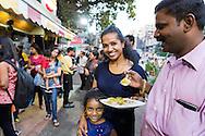 Anasuya Nair, 36 år, tillsammans med sin make Sudharshan Nair, 41 år och dottern Dhivija Nair, 4 år.<br /> <br />  – Jag gillar streetfood. I Mumbai säger vi att man måste gilla streetfood. Den finns överallt, säger Anasuya Nair, 36 år.
