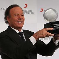 Julio Iglesias Award Presentation
