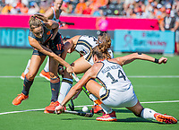 ANTWERPEN -  Marijn Veen (Ned) ) met Janne Müller-Wieland (Ger)   tijdens  de   finale  dames  Nederland-Duitsland  (2-0) bij het Europees kampioenschap hockey.   COPYRIGHT  KOEN SUYK
