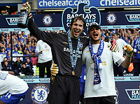 PETR CECH and CARLO CUDICINI ( CHELSEA ). Chelsea v Manchester  United. Barclays Premiership.29/04/2006.Credit  COLORSPORT / Kieran Galvin