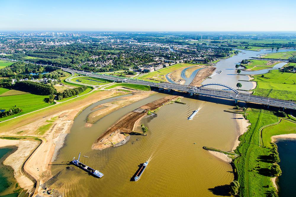 Nederland, Utrecht, Gemeente Vianen, 30-09-2015; rivier de Lek en uiterwaardvergraving Bossenwaard, Pontwaard en Heerenwaard, inclusief aanleg nevengeulen. Door de rivierverruiming kan bij hoog water, mede een gevolg van klimaatveranderingen, het water sneller afgevoerd.<br /> Omgeving Lekbrug Vianen (Jan Blankenbrug). <br /> Floodplain excavation, including construction of side channels, because of climate change, in order to guarantee quicker drain off .  <br /> <br /> luchtfoto (toeslag op standard tarieven);<br /> aerial photo (additional fee required);<br /> copyright foto/photo Siebe Swart