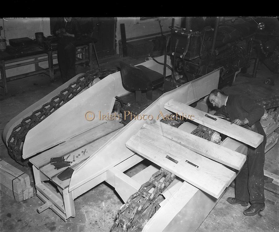 03/11/1952<br /> 11/03/1952<br /> 03 November 1952<br /> Bord na Mona experimental station, Newbridge, Co. Kildare.