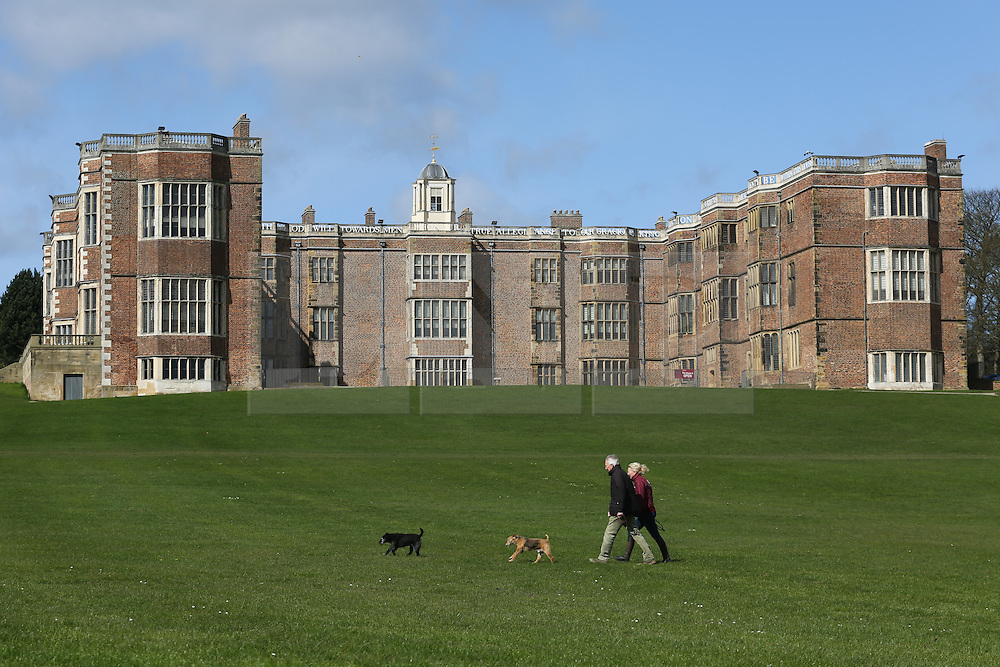 © Licensed to London News Pictures. 06/04/2016. Leeds, UK. People enjoy the spring sunshine at Temple Newsam in Leeds, West Yorkshire. The  Tudor-Jacobean house which lies just outside Leeds is popular with day trippers and families. Photo credit : Ian Hinchliffe/LNP