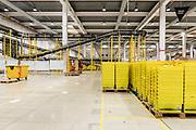Piacenza, Castel San Giovanni, Amazon logistic center, Inbound: area dove sono ricevuti i prodotti, per essere registrati e quindi posizionati all'interno del magazzino. Fase di ricezione dei prodotti che entrano nel centro di distribuzione