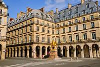 France, Paris (75), Place des Pyramides, statue équestre de Jeanne d'Arc par Emmanuel Frémiet durant le confinement du Covid 19 // France, Paris, rue de Rivoli, Jeanne d'Arc at Pyramides square during the containment of Covid 19