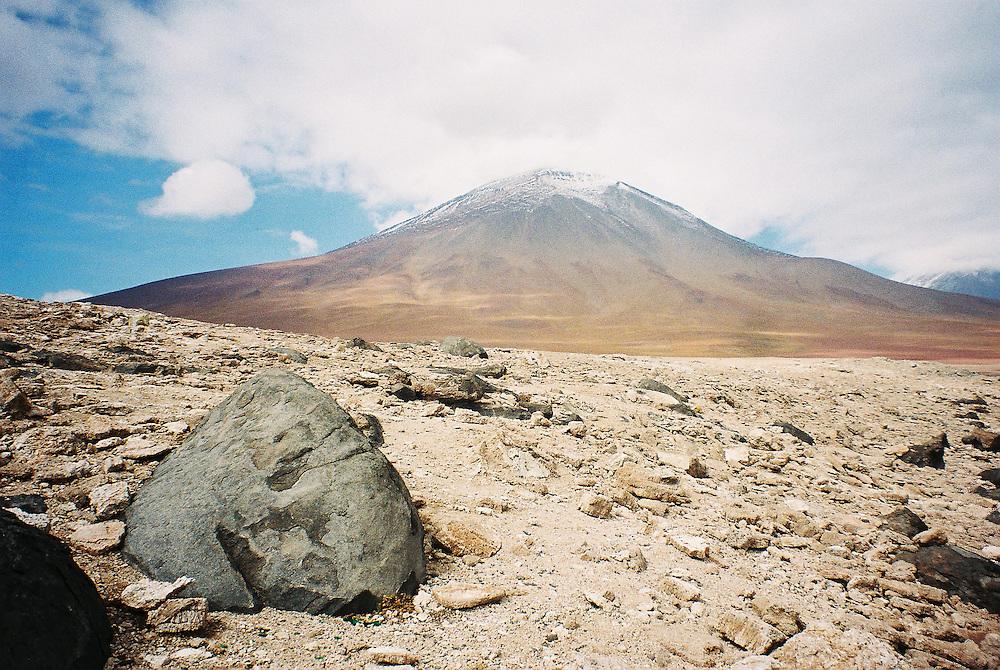 Volcán nevado / Bolivia.<br /> <br /> Edición de 3 | Víctor Santamaría.
