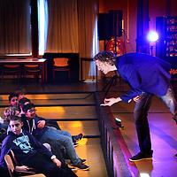 Nederland, Amsterdam , 16 januari 2014.<br /> caberatier Bart Melief tijdens zijn voorstelling Klappen voor Bart over pesten in Havo VWO Gymnasium lyceum Damstede in Amsterdam Noord.<br /> Foto:Jean-Pierre Jans