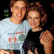 Uitreiking populariteitsprijs Noord Holland, Winston post met vriendin Denise van Rijswijk