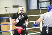 Boxen: Hamburg, 08.12.2020<br /> Edi Kadrija (schwarzes Shirt) und Sasha Alexander (beide Boxen im Norden) beim Sparring<br /> © Torsten Helmke