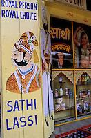 Inde - Rajasthan - Ville de Bundi - Exterieur d'un café restaurant