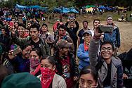 Pubblico, proveniente dal Messico e dal mondo, divertito dalle esibizioni degli zapatisti.