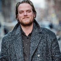 Nederland, Amsterdam, 16 maart 2017.<br />Scenarioschrijver en Groenlinksstemmer Willem Bosch.<br /> Hij schreef afleveringen van onder andere de dramaseries Van God los en het mede door hem bedachte Feuten, alsook de bioscoopfilm Bellicher: Cel (het vervolg op Bellicher; de Macht van meneer Miller) die op 28 september 2012 in première ging tijdens het Nederlands Film Festival.<br /> <br /> In september 2012 debuteerde Bosch met zijn roman Op zwart. De verfilming zal worden geproduceerd door Pupkin.<br /><br /><br /><br />Foto: Jean-Pierre Jans