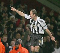 ALAN SHEARER SLAUTE THE CROWD AFTER SCORING NEWCASTLE 3RD GOAL-West Ham v Newcastle 17h DEC 2005-BARCLAYS PREMIERSHIP-PIC BY KIERAN GALVIN / COLORSPORT