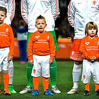 """SERIE ROOKIE <br /> Nederland, Amsterdam, 31-03-2015.<br /> Voetbal, Internationaal, Vriendschappelijk.<br /> Drie """"handlopertjes"""" voor de line-up van het nederlands elftal op een laat tijdstip waardoor er een gaapje uit moet.<br /> Foto : Klaas Jan van der Weij"""