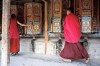 Chine, Province du Gansu, Xiahe, Monastere tibétain de Labrang, Moines bouddhistes // China, Gansu Province, Xiahe, Labrang tibetan monastery (Labuleng Si), Bouddhist monks