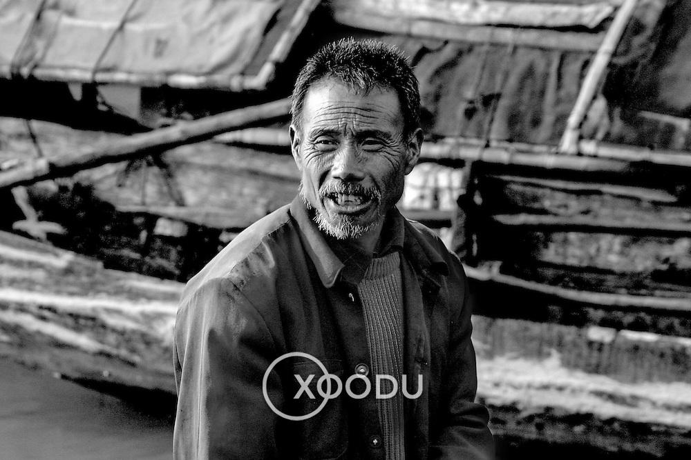 Boat owner, Shibaozhai, China (May 2004)