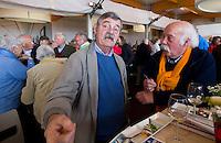 DEN HAAG  - Dick van Boven met  Roelof Hazeleger bij World Cup Hockey. COPYRIGHT KOEN SUYK