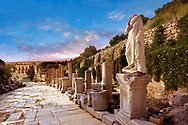 Statue on  Curetes Street looking towards the Library of Celsus. Ephesus Archaeological Site, Anatolia, Turkey. .<br /> <br /> If you prefer to buy from our ALAMY PHOTO LIBRARY  Collection visit : https://www.alamy.com/portfolio/paul-williams-funkystock/ephesus-celsus-library-turkey.html<br /> <br /> Visit our TURKEY PHOTO COLLECTIONS for more photos to download or buy as wall art prints https://funkystock.photoshelter.com/gallery-collection/3f-Pictures-of-Turkey-Turkey-Photos-Images-Fotos/C0000U.hJWkZxAbg