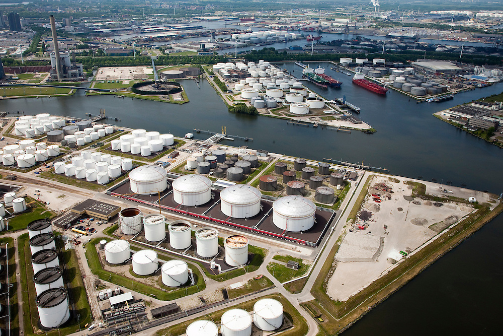 Nederland, Amsterdam, Zaandam, 25-05-2010. Jan van Riebeeckhaven met Eurotank en Vopak, Hemhavens..luchtfoto (toeslag), aerial photo (additional fee required).foto/photo Siebe Swart
