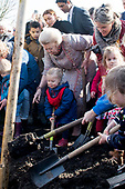 Prinses Beatrix plant Koningslinde in Griftpark
