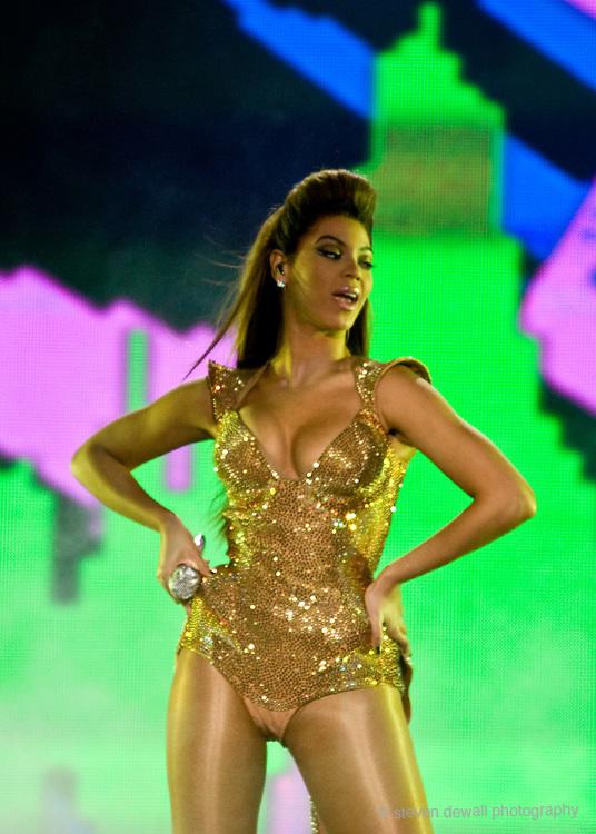 Beyonce kicks off her US tour at Key Arena n Seattle, WA.
