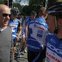 WIELRENNEN, Rijswijk. Olympia's tour Wim Stroetinga wint de derde etappe in gesprek met ploegleider